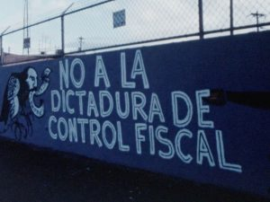 Graffiti reading no a la dictadura de control fiscal