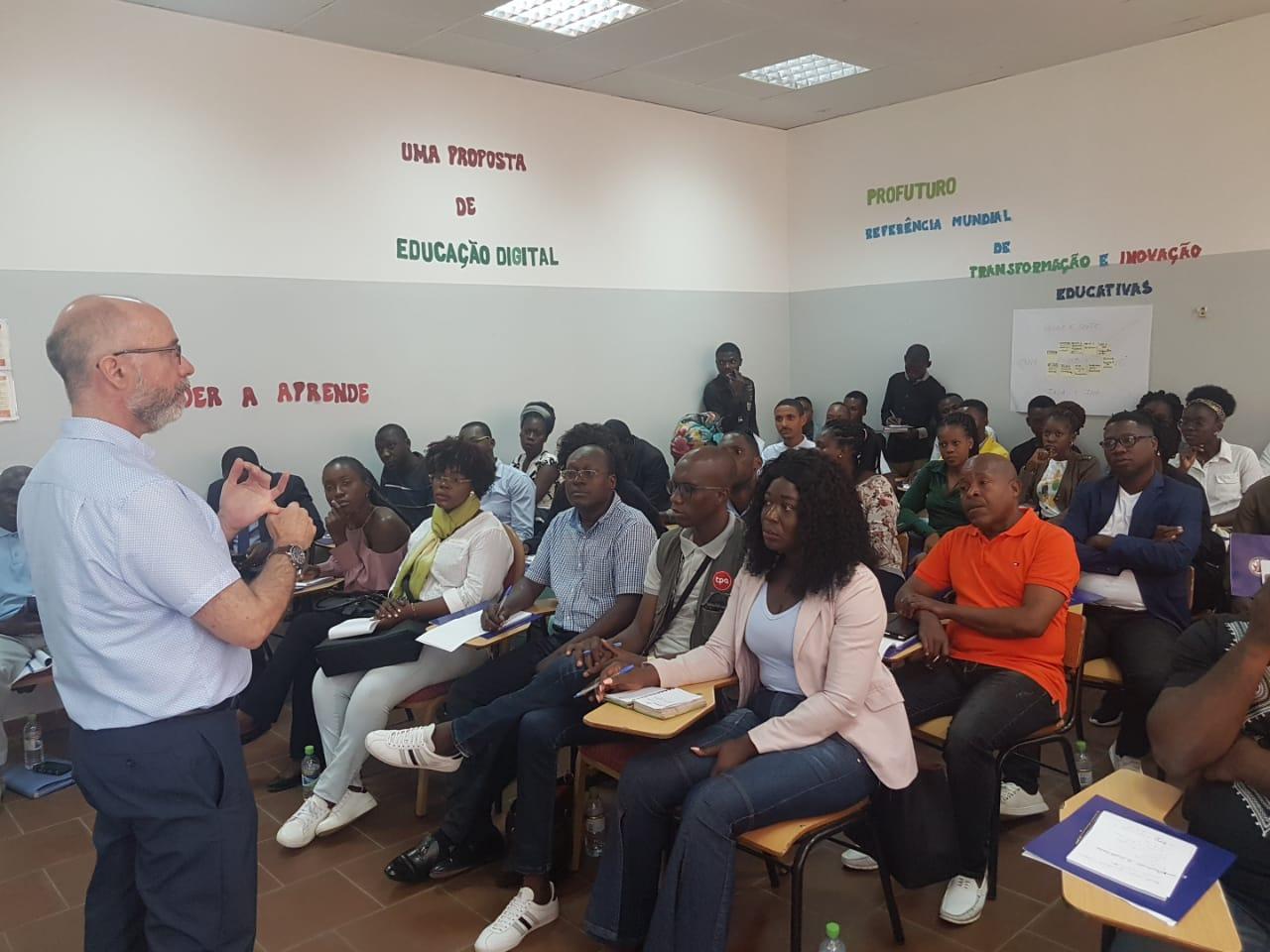 Audience listens as SOC Dean Raul Reis teaches journalism tecnhiques in an Angolan classroom