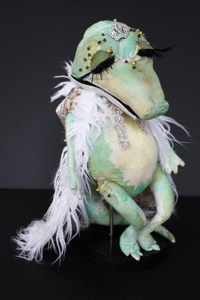 Puppet alligator