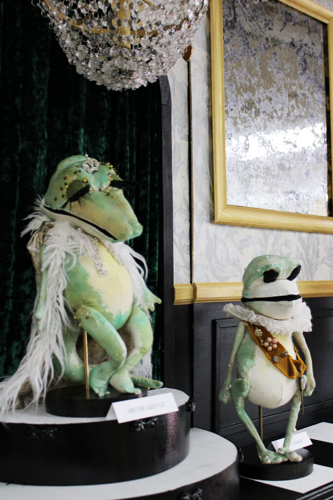Alligator and frog puppets